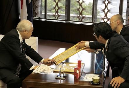 特許取得にあたり「別府の温泉が内外共に素晴らしいことが 証明できましたね」と語る浜田市長